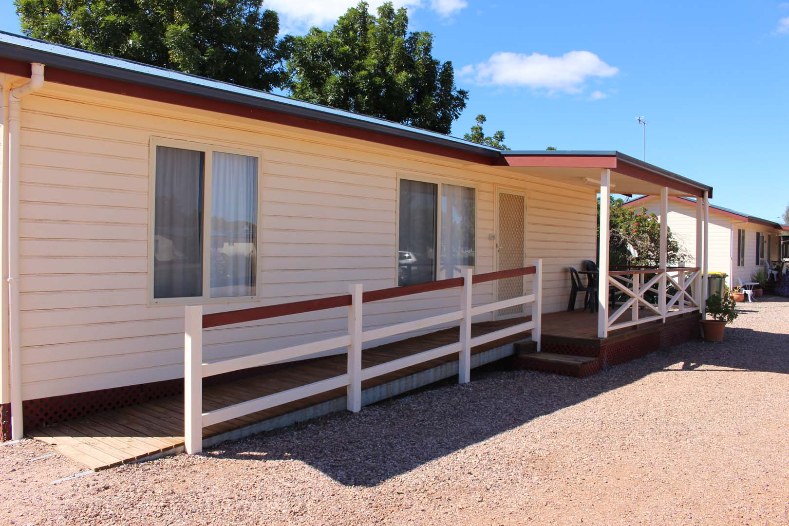fuller-views-cabin-park-disabled-cabin-wheelchair-access-ramp