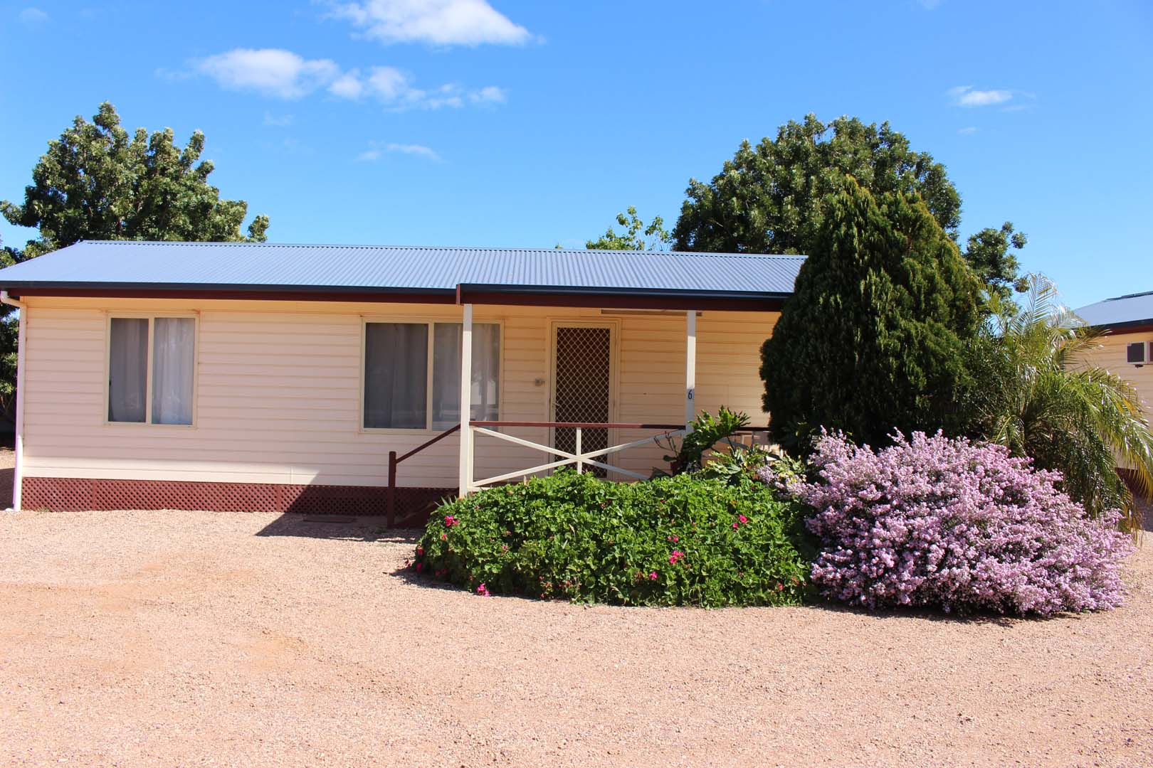 fuller-views-cabin-park-front-of-cabin-garden-port-augusta