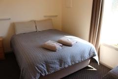 fuller-views-cabin-park-bedroom-double