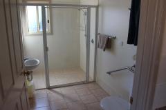 fuller-views-cabin-park-disabled-cabin-bathroom